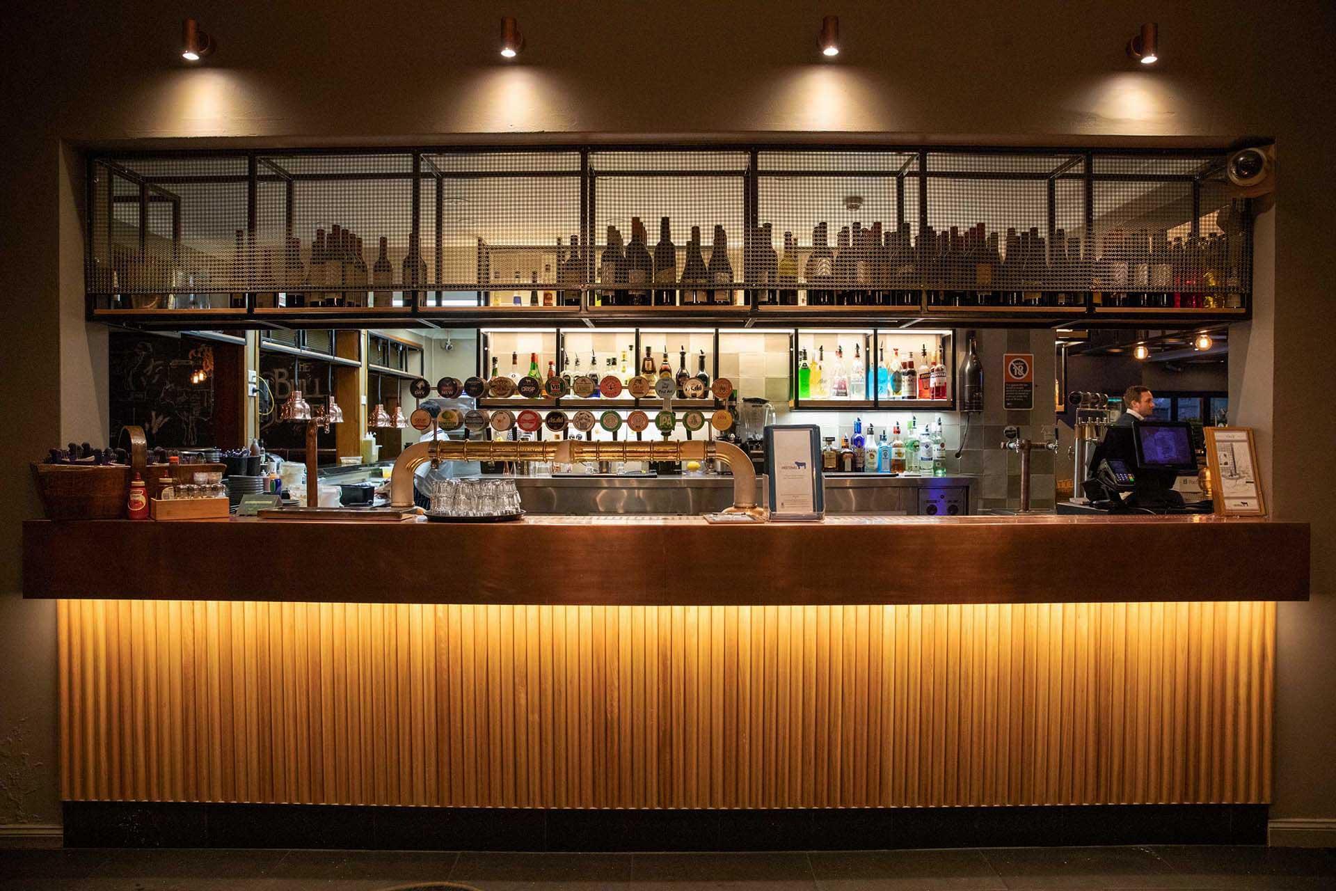 Whitebull Hotel Armidale - Main Bar